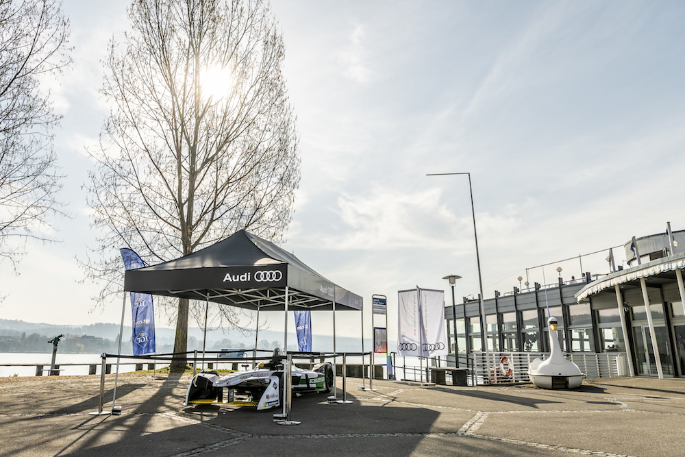 La vettura Audi di Formula E davanti al ristorante Quai 61, dove i VIP potranno trascorrere la domenica di gara. (Audi)