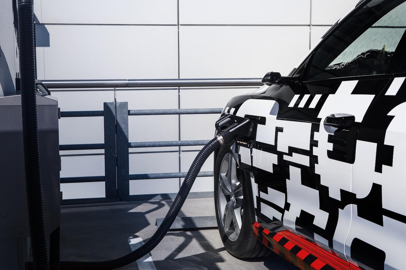 Le modèle 100% électrique Audi e-tron sera commercialisé à la fin de l'année – en photo le prototype. (Audi)