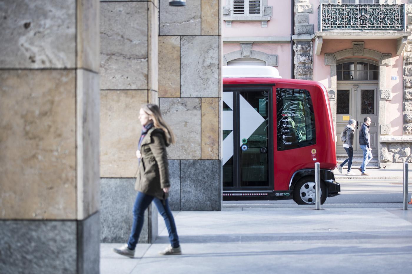Elle sillonne la ville sans conducteur: la navette EZ10 à Zoug. (Keystone/Urs Flüeler)