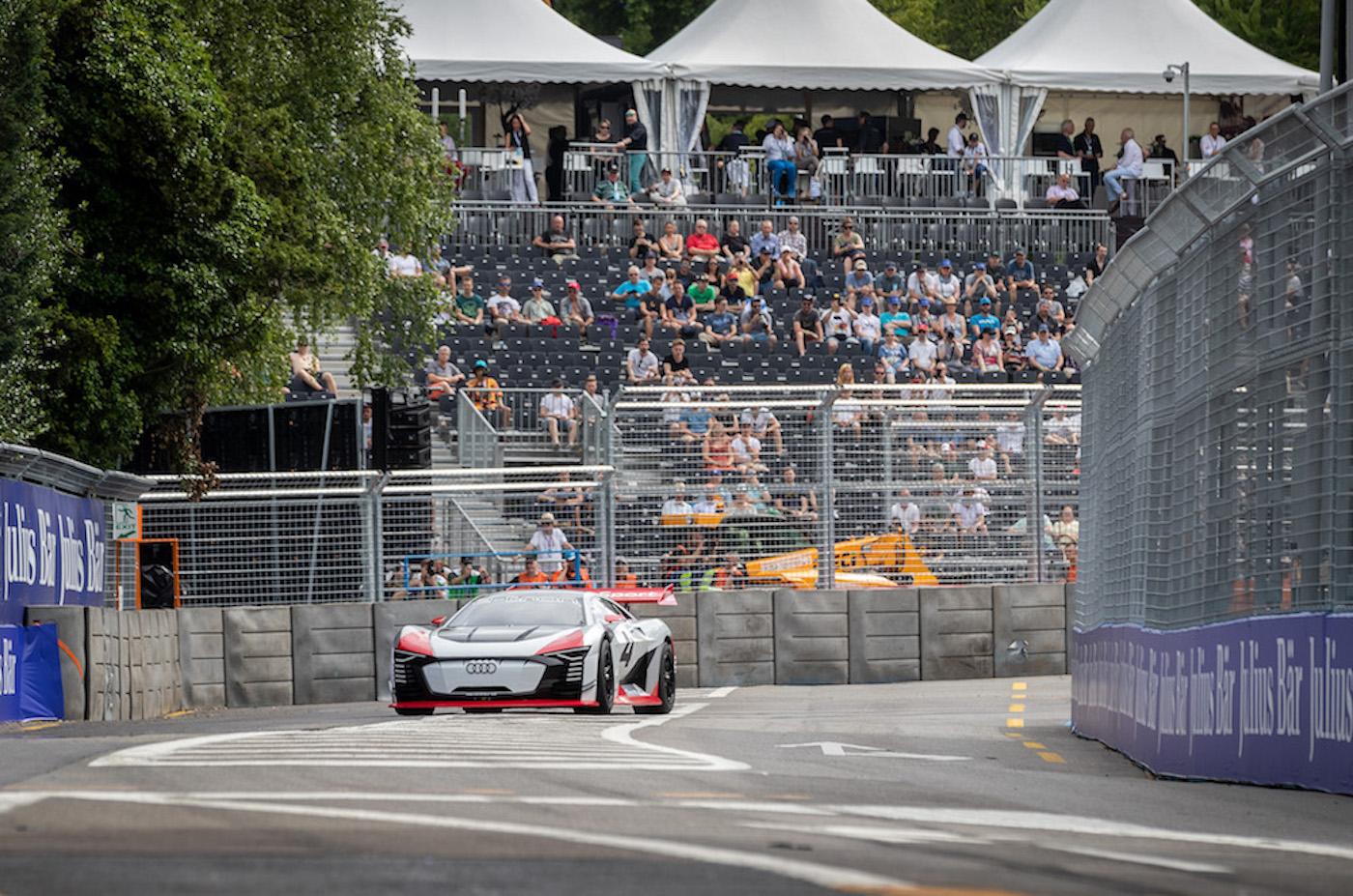 Der Audi e-tron Vision Gran Turismo fährt in die Zürcher Start-Ziel-Gerade. (Sven Thomann)