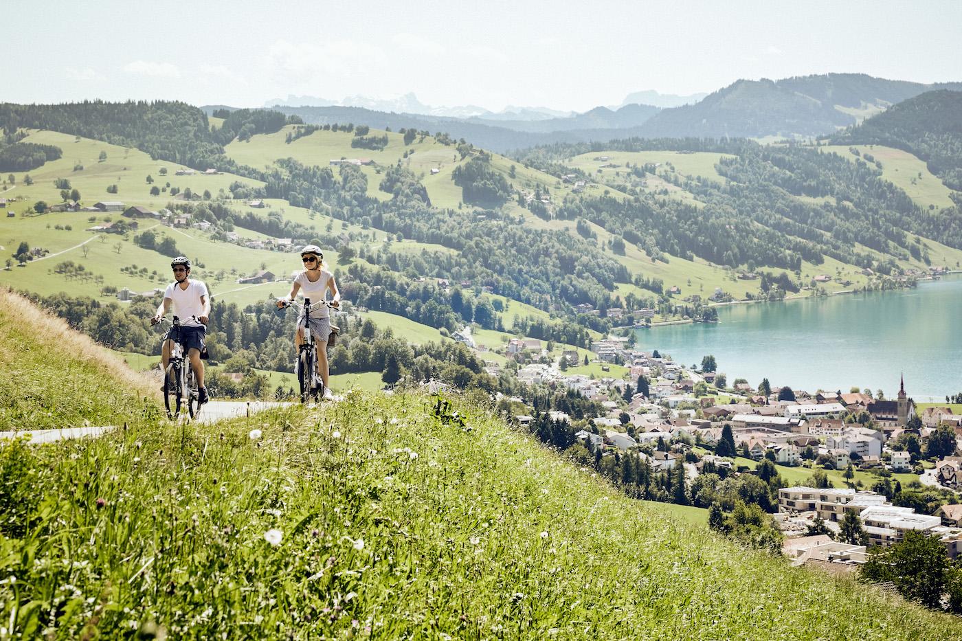 Aujourd'hui, les vélos électriques sont même compatibles avec les côtes. (Suisse Tourisme)