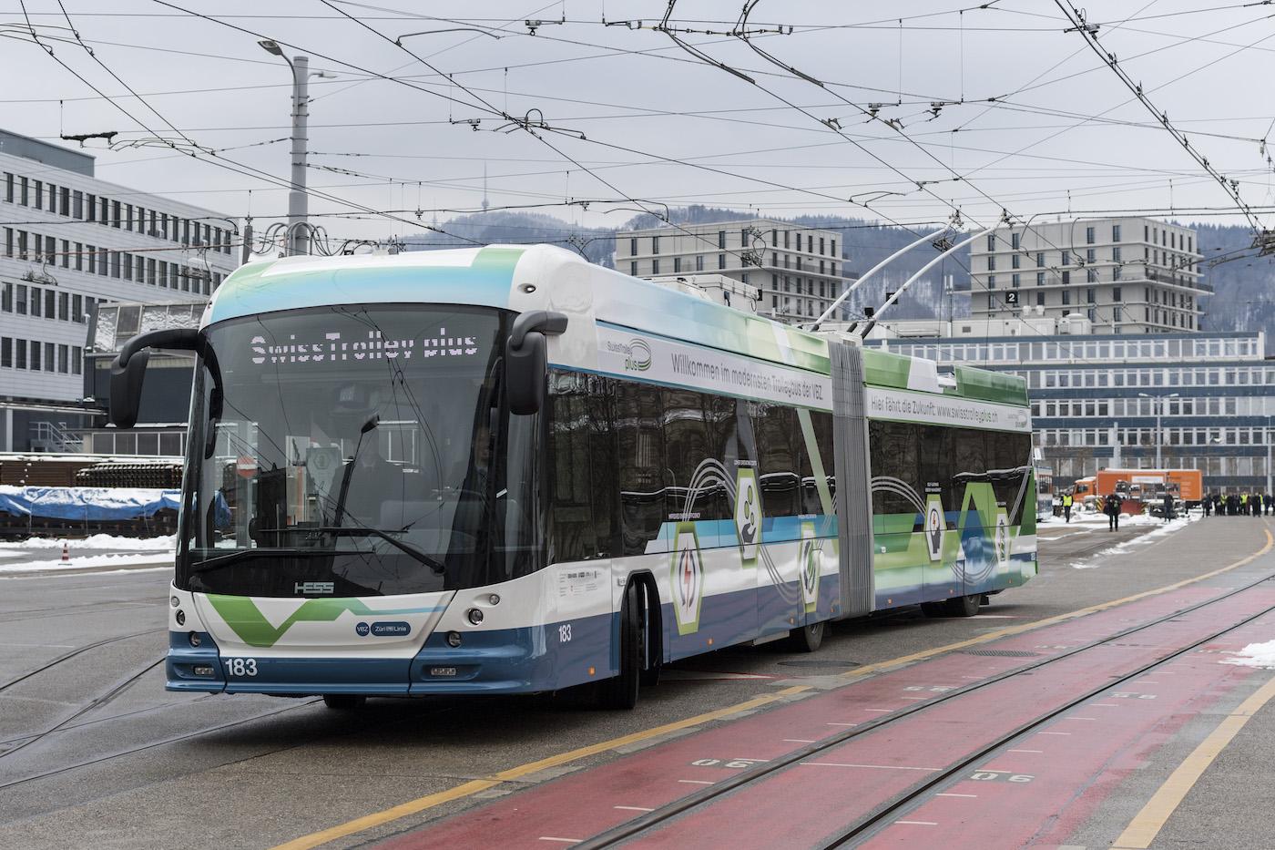 À Genève, le futur roule déjà avec le Swiss Trolley Plus. (Keystone)
