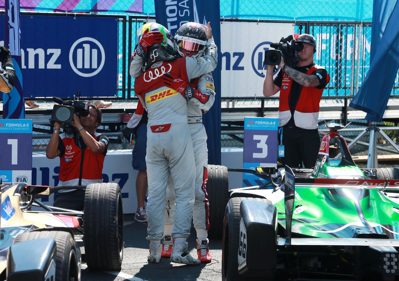 Ecco come si mostrano i vincitori: Daniel Abt e Lucas Di Grassi a New York. (Audi)