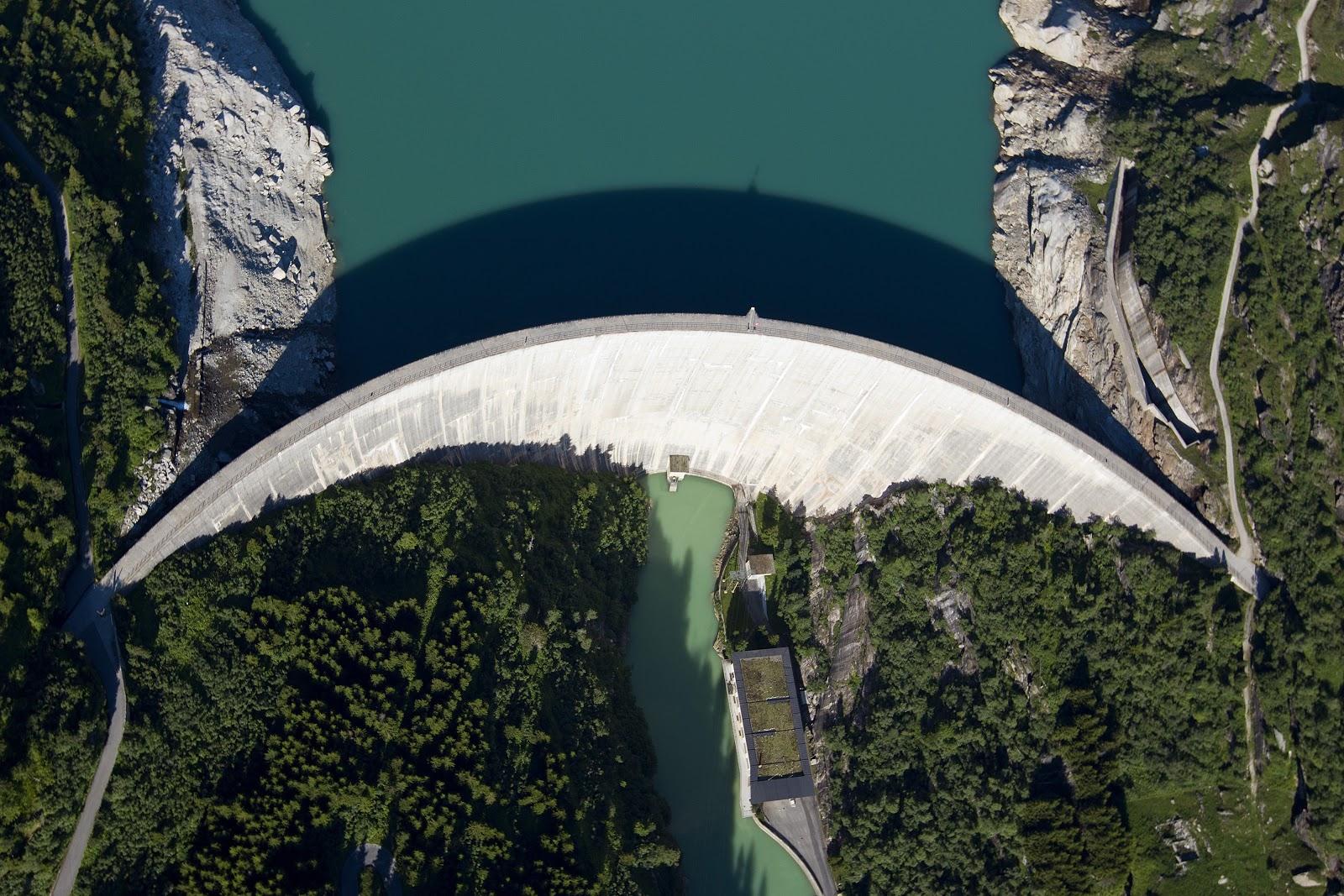 L'energia idraulica mette in moto la Svizzera – nella foto, la Diga di Zervreila a Vals (GR). (Keystone/Alessandro della Valle)