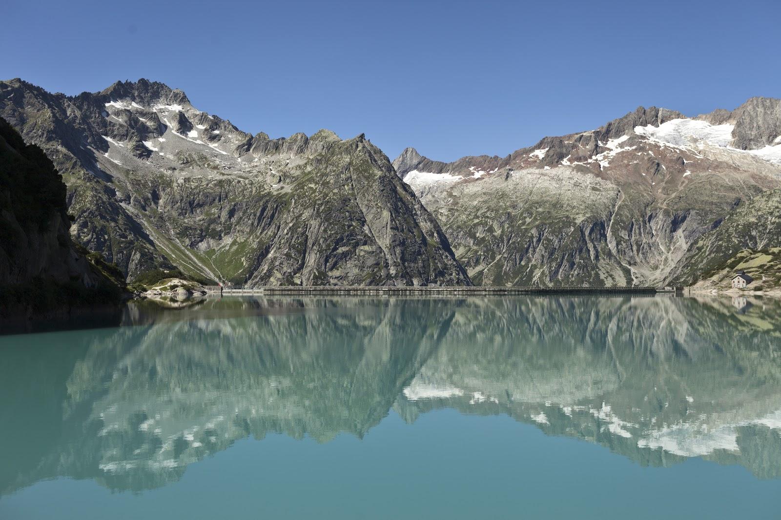 Den Gelmersee kann man am Grimselpass bestaunen. (Keystone/Gaetan Bally)