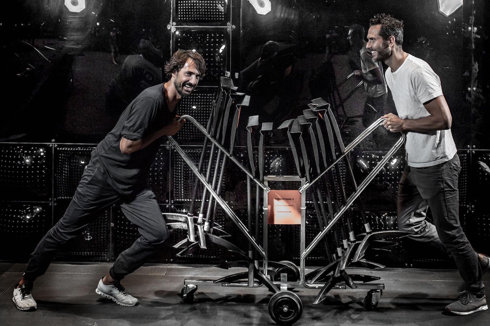 Caspar Coppetti (a sx), co-fondatore della società On, e Florian Teuteberg, co-fondatore di Digitec Galaxus SA, sono imprenditori di grande successo dell'era digitale.