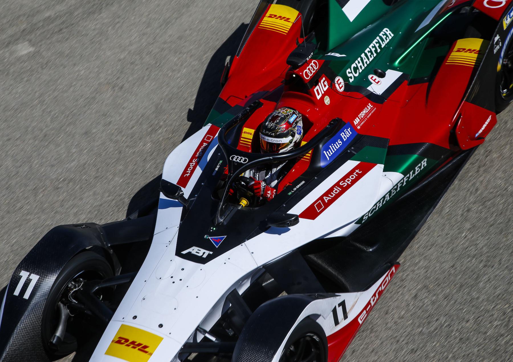 Lucas di Grassi au volant du véhicule. Facile à identifier: l'arceau «halo» situé au-dessus du cockpit. (AUDI)