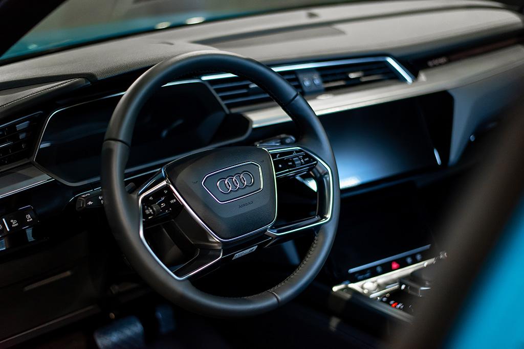 Das e-tron-Interieur kommt in gewohnt hochklassiger Audi-Qualität. (Tom Lüthi)