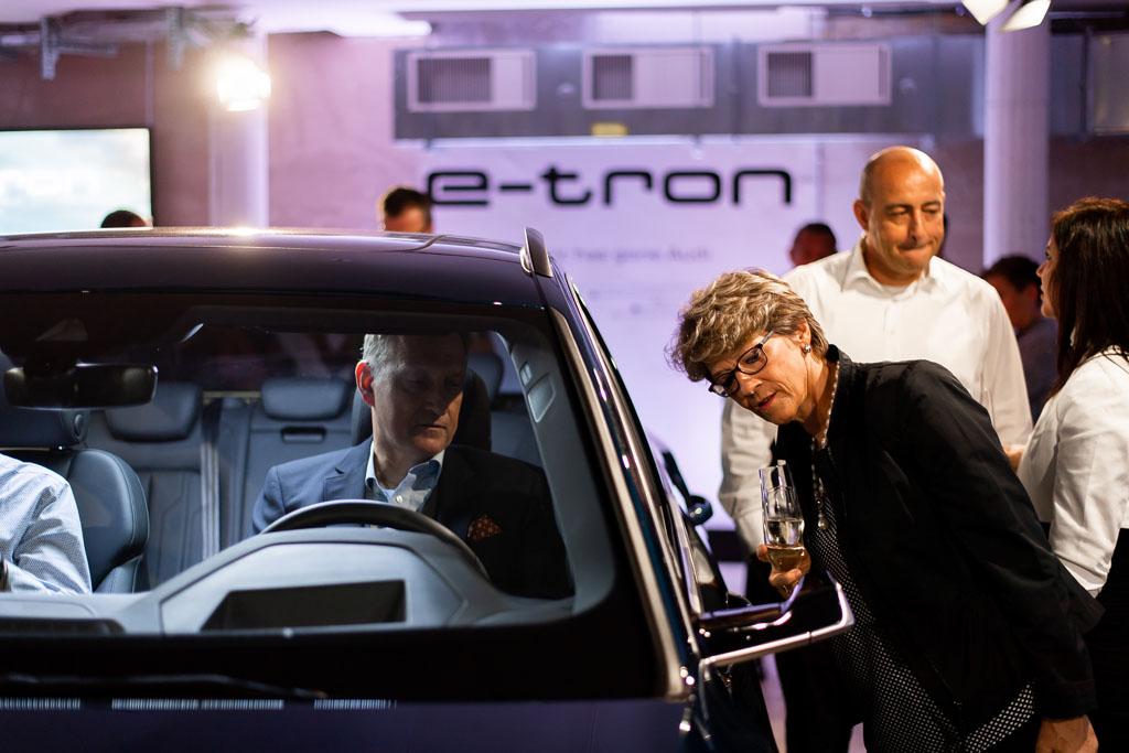 Le due Audi e-tron esposte sono dotate di specchietti retrovisori virtuali, pratici e importanti per l'aerodinamica. (Tom Lüthi)