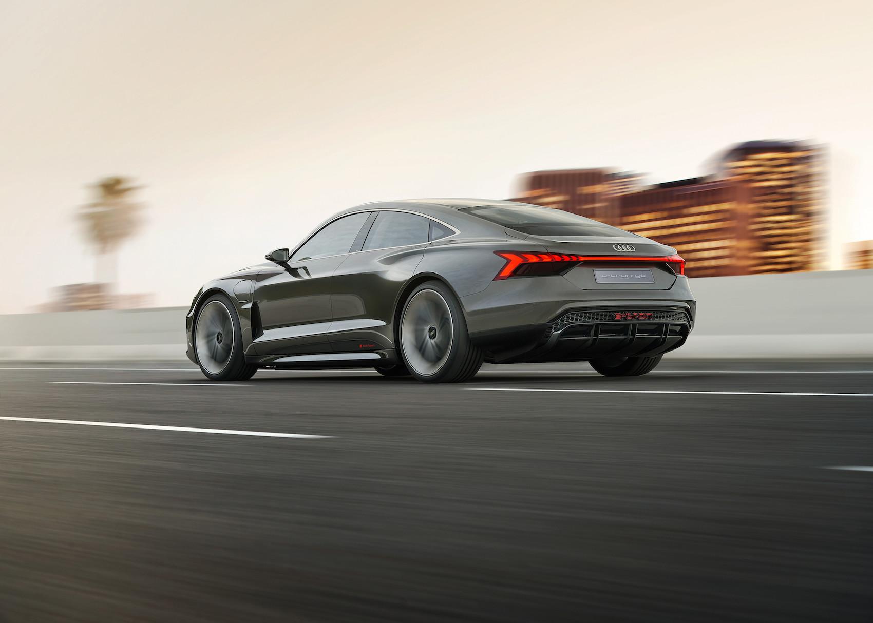 Il baricentro ribassato di Audi e-tron GT concept è simile a quello della R8. (AUDI)