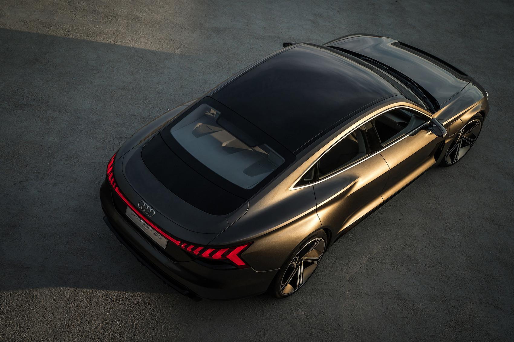 Wie beim Handy: Den Audi e-tron GT concept kann man sogar kabellos aufladen. (Audi)