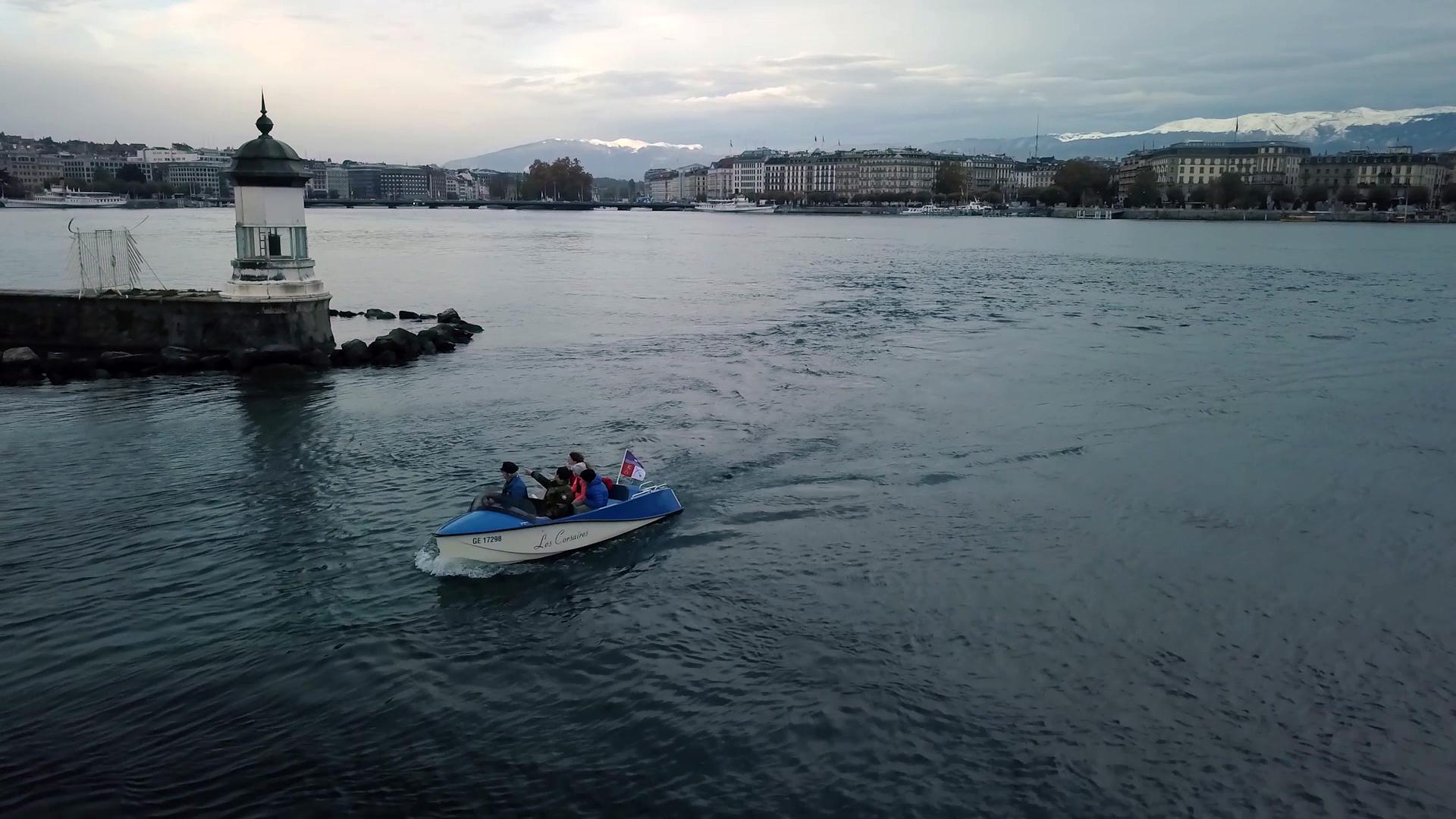 Pour leurs sorties en bateau sur le lac Léman, les Petitpierre préfèrent le bateau électrique.
