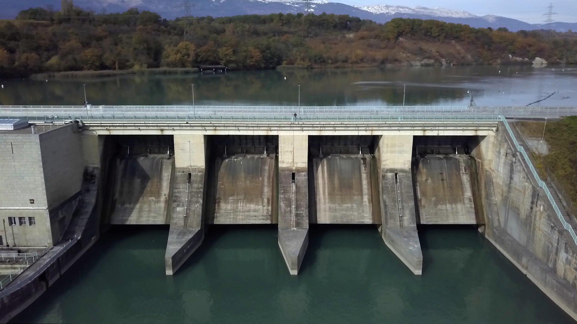 Jorge Petitpierre au barrage de Verbois, un ouvrage hydroélectrique sur le Rhône, près de Genève.