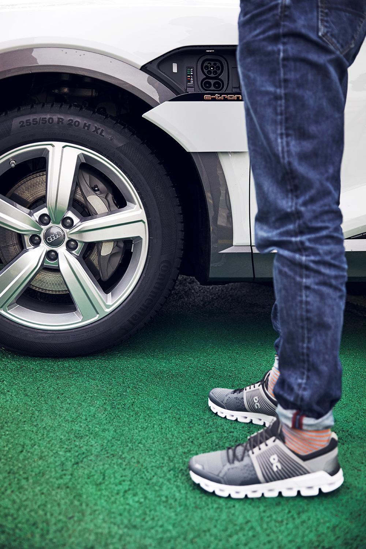 L'auto è un sogno per l'appassionato di jogging: Coppetti con l'Audi e-tron. (Foto: Filip Zuan)