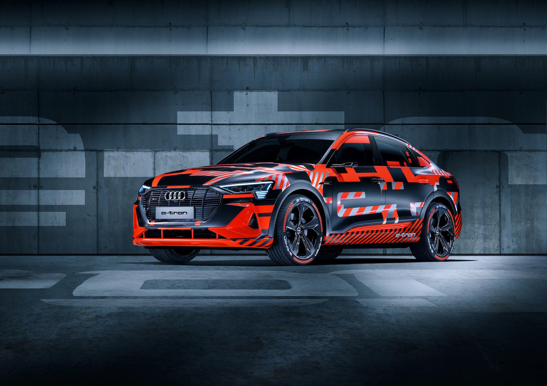 Die Coupé-Variante e-tron Sportback zeigte Audi in Genf noch im Prototypen-Look. (AUDI)