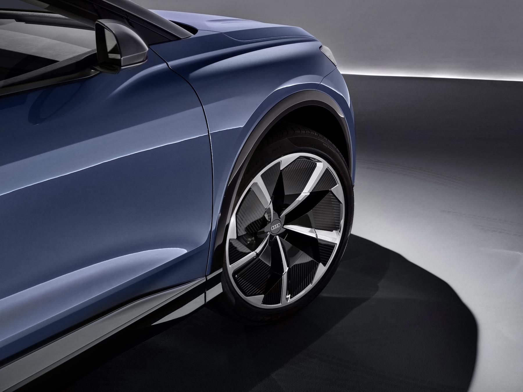 Le bloc batterie étant monté sous l'habitacle, le centre de gravité de l'Audi Q4 e-tron concept est aussi bas que celui d'une berline. (AUDI)