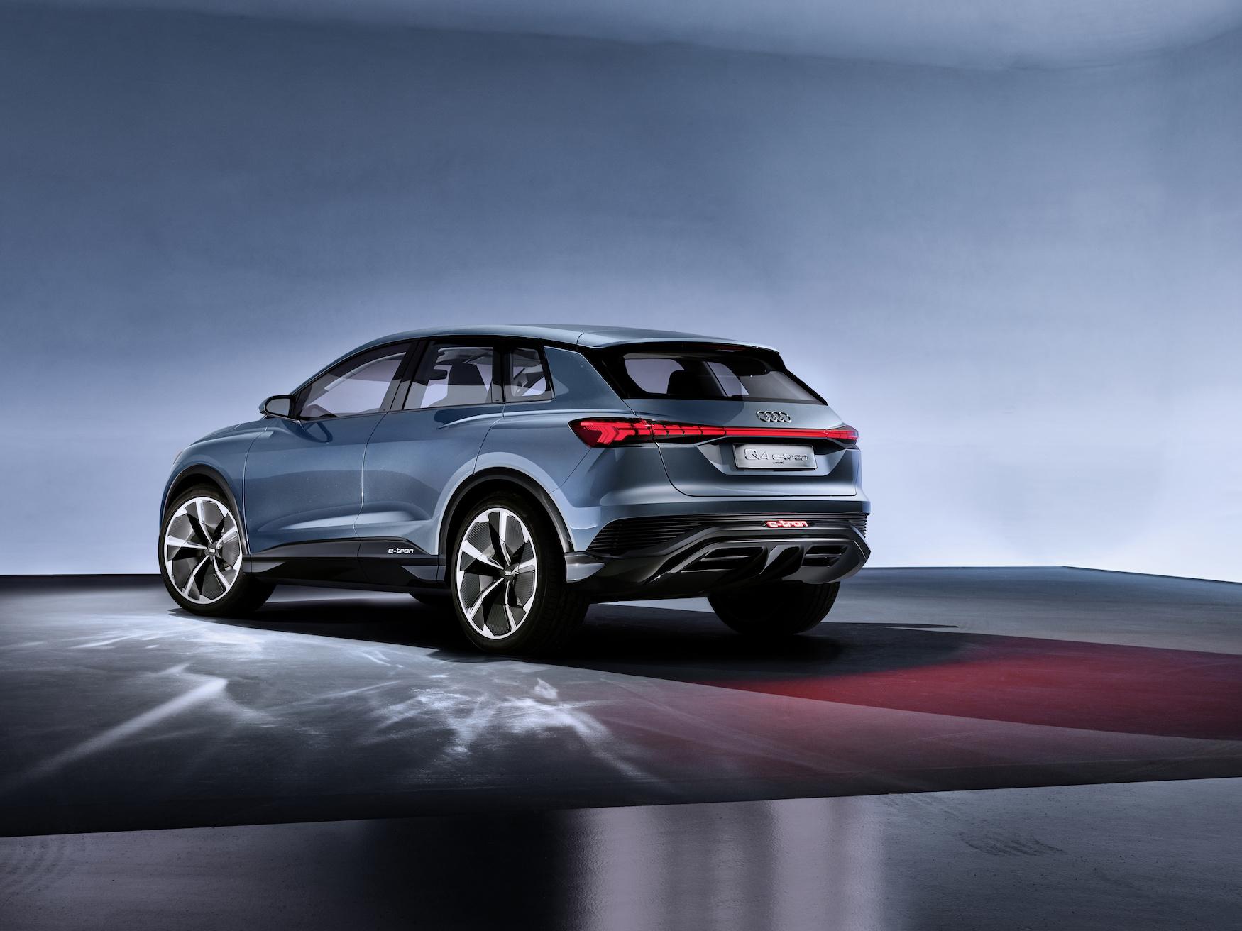 Die blaue Farbe des Audi Q4 e-tron concept macht das Auto nachhaltiger. (AUDI)