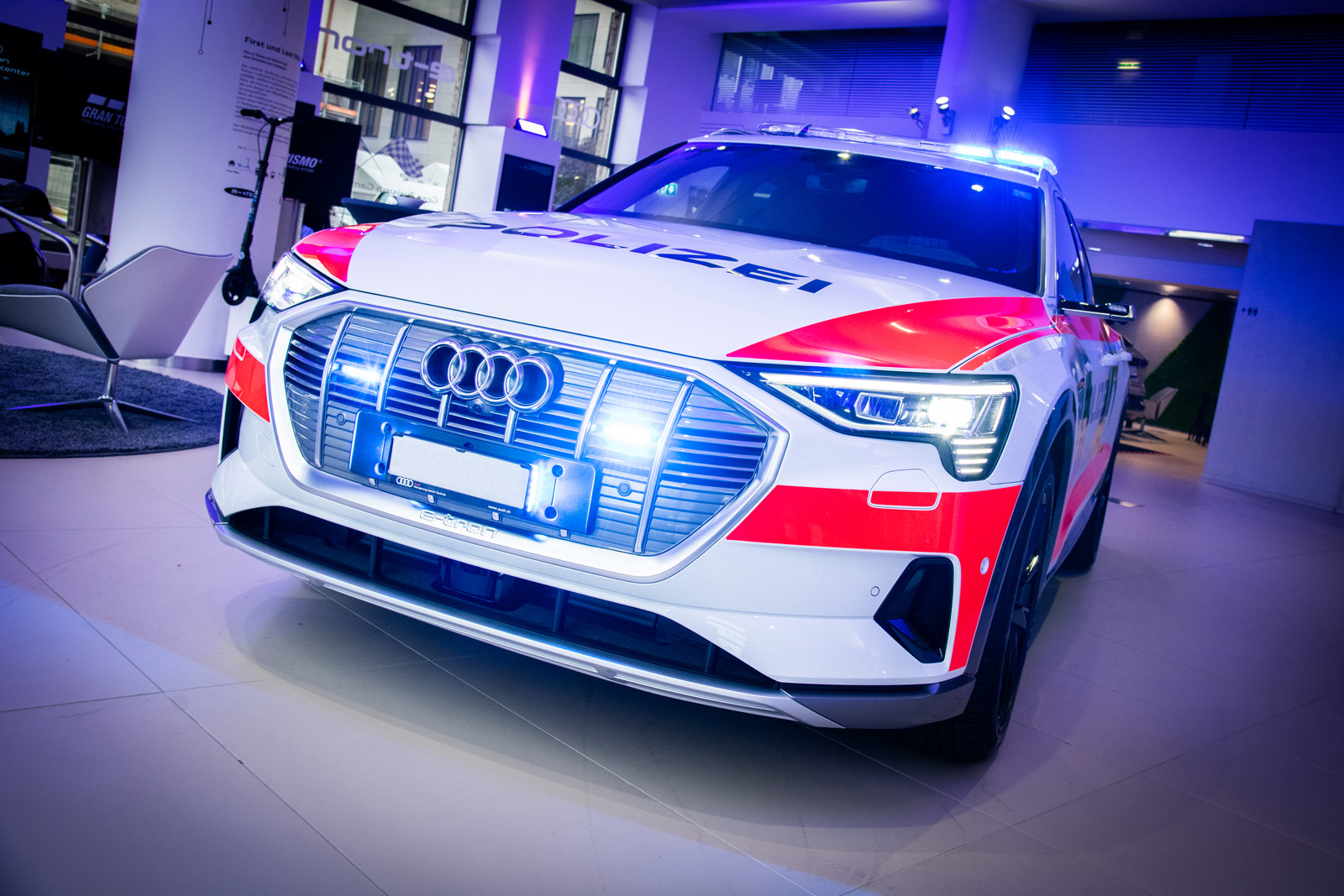 L'auto dimostrativa della polizia è stata presentata in novembre a Zurigo ai rappresentanti della polizia interessati. (Thomas Buchwalder)