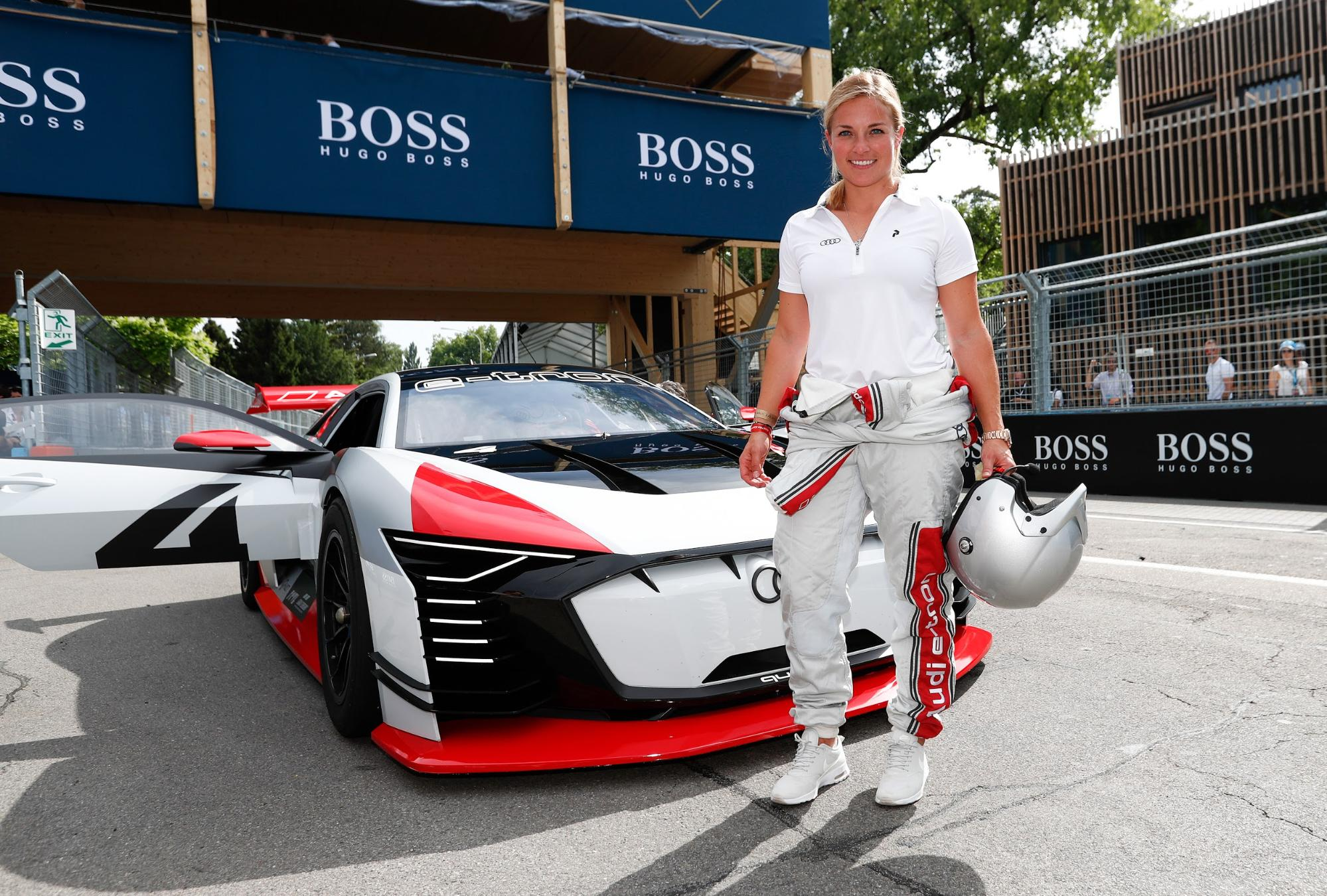 Lara Gut-Behrami am Rande des Zürcher E-Prix 2018 vor dem Audi e-tron Vision Gran Turismo. (Sven Thomann)