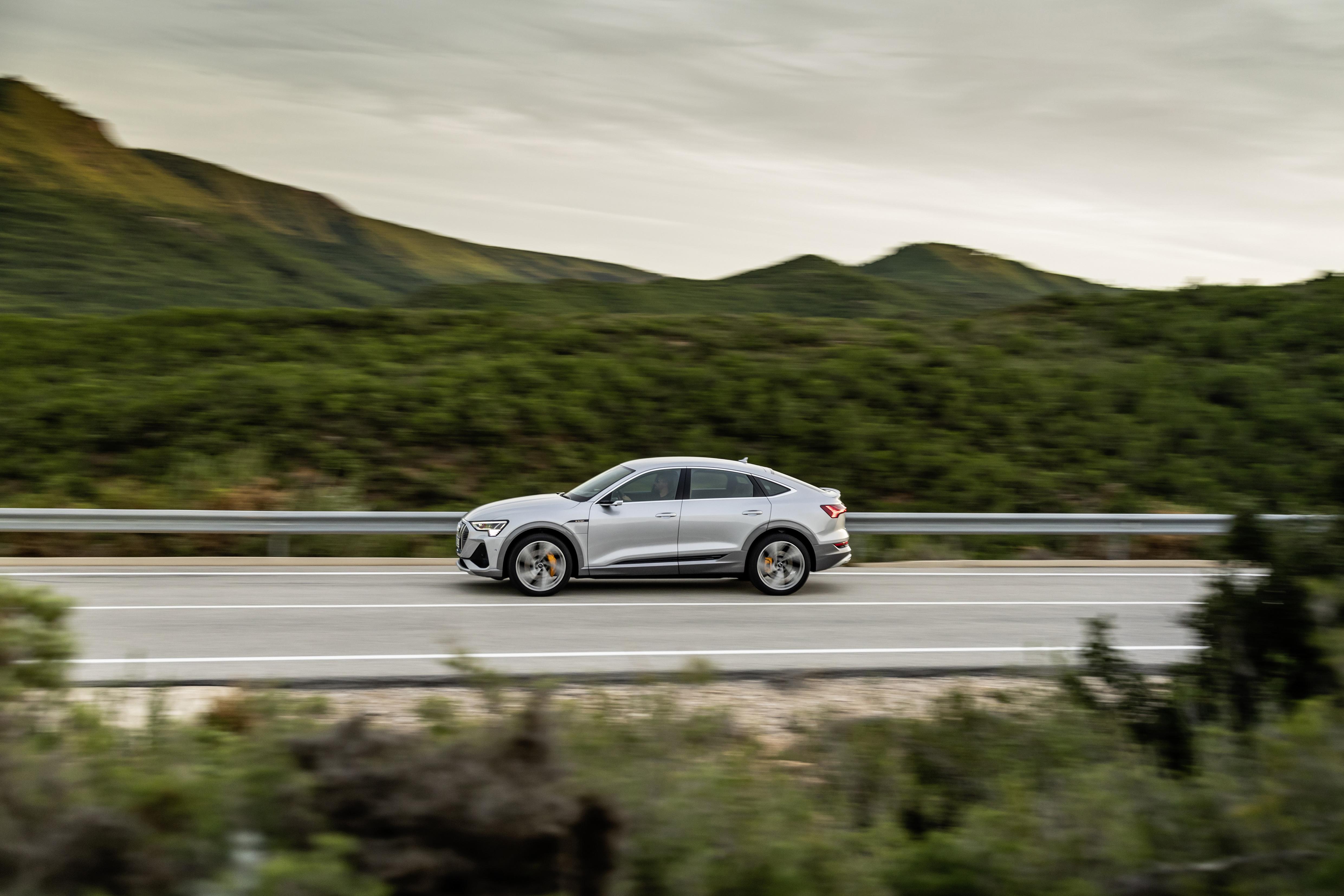 Au freinage, l'Audi e-tron Sportback peut récupérer jusqu'à 70 pour cent de la puissance d'entraînement. (AUDI)