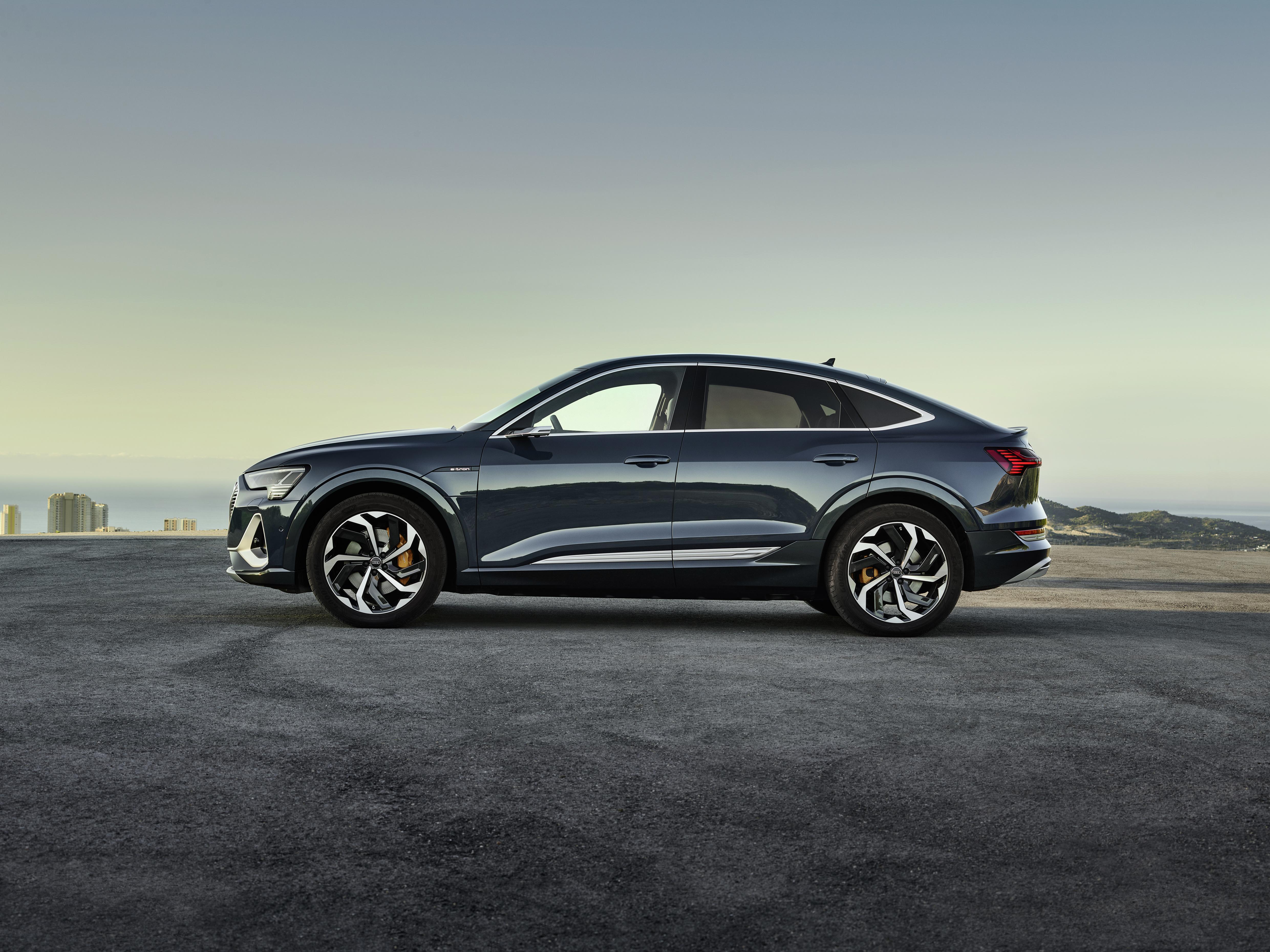 L'Audi e-tron Sportback dans la couleur exclusive Bleu Plasma Métallisé. (AUDI)