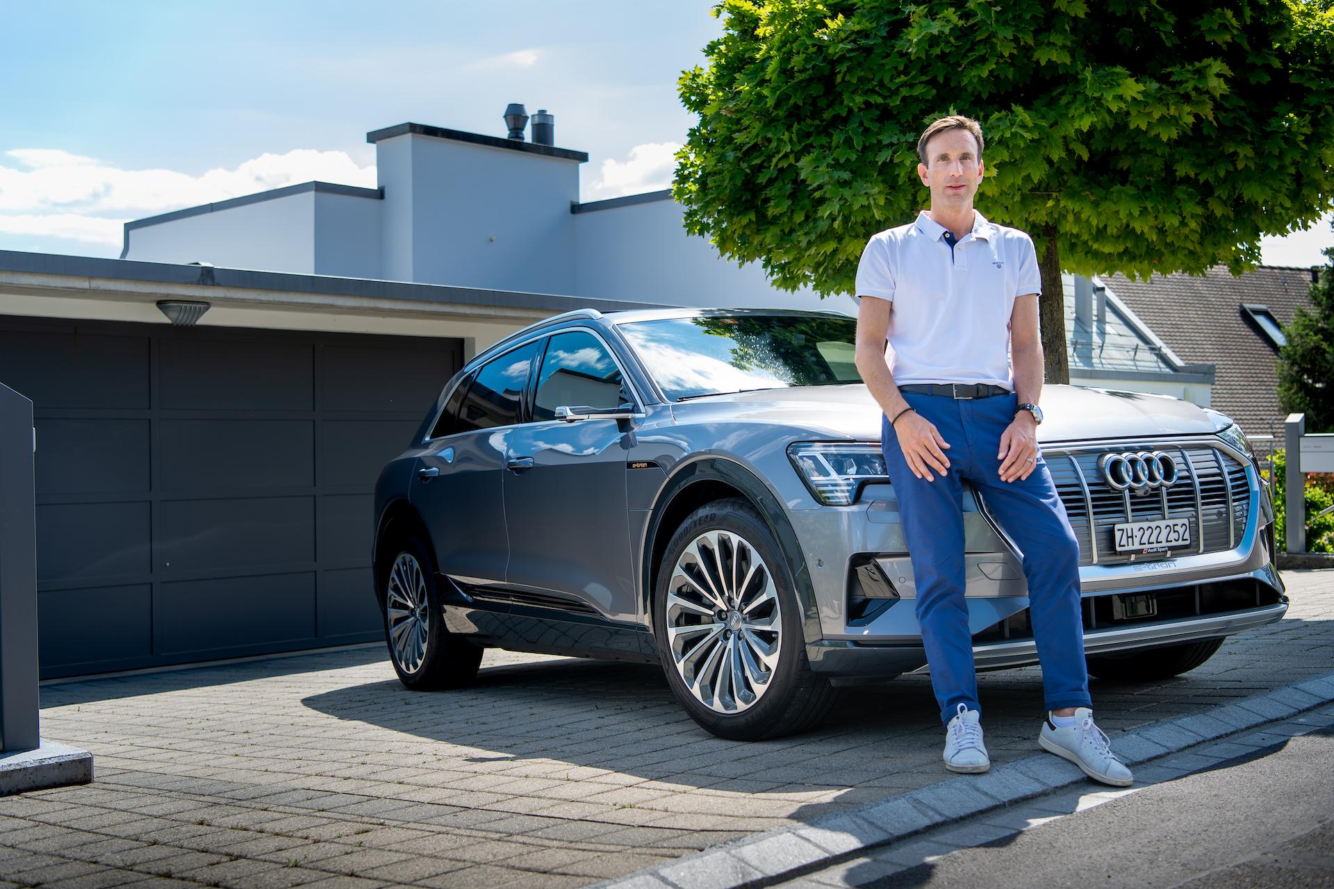 Nadir Mandioni vor seinem Audi e-tron. (Tom Lüthi)