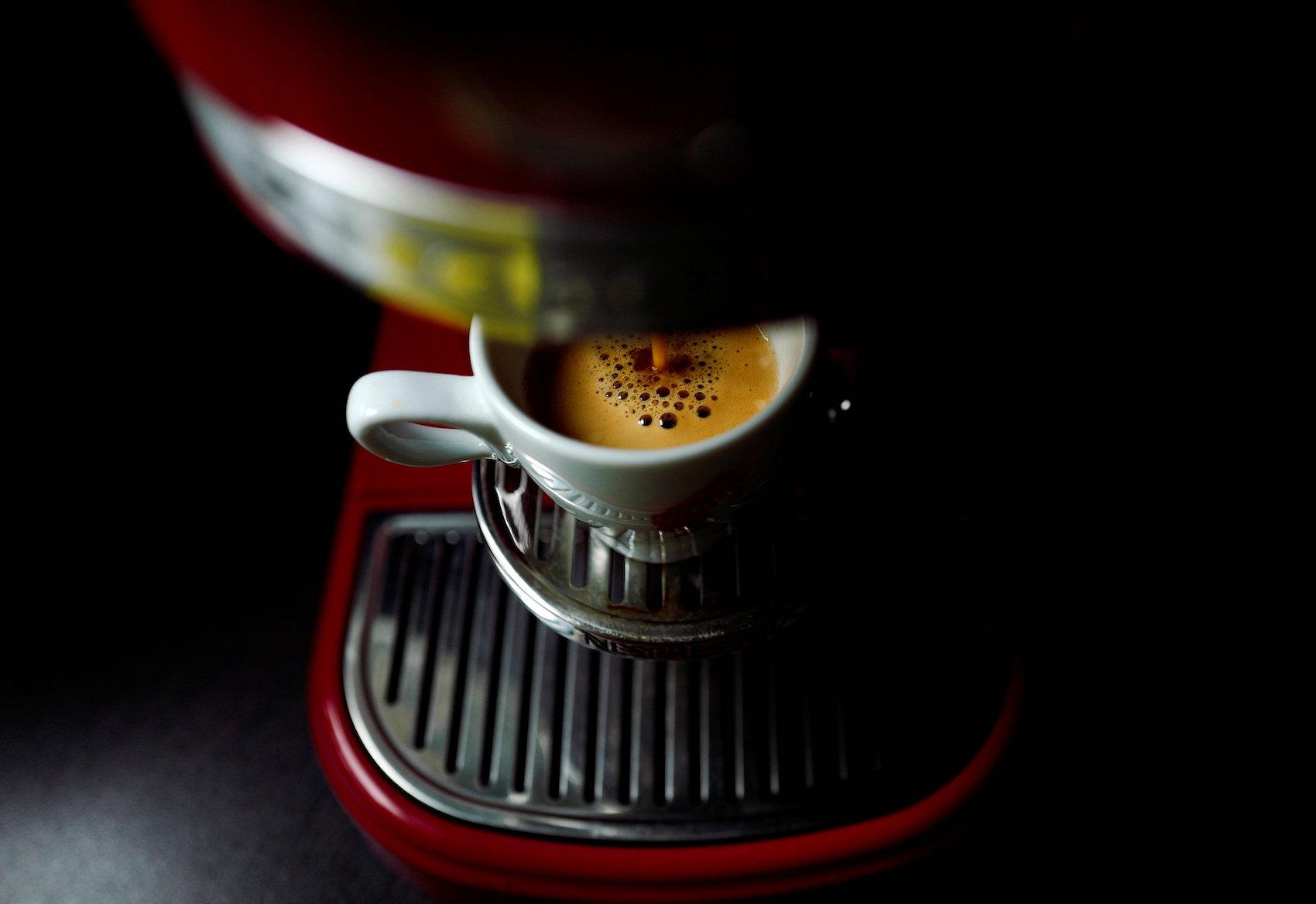 Dobbiamo ancora bere il primo sorso e molte macchine da caffè hanno già consumato 1000 W. (Reuters)