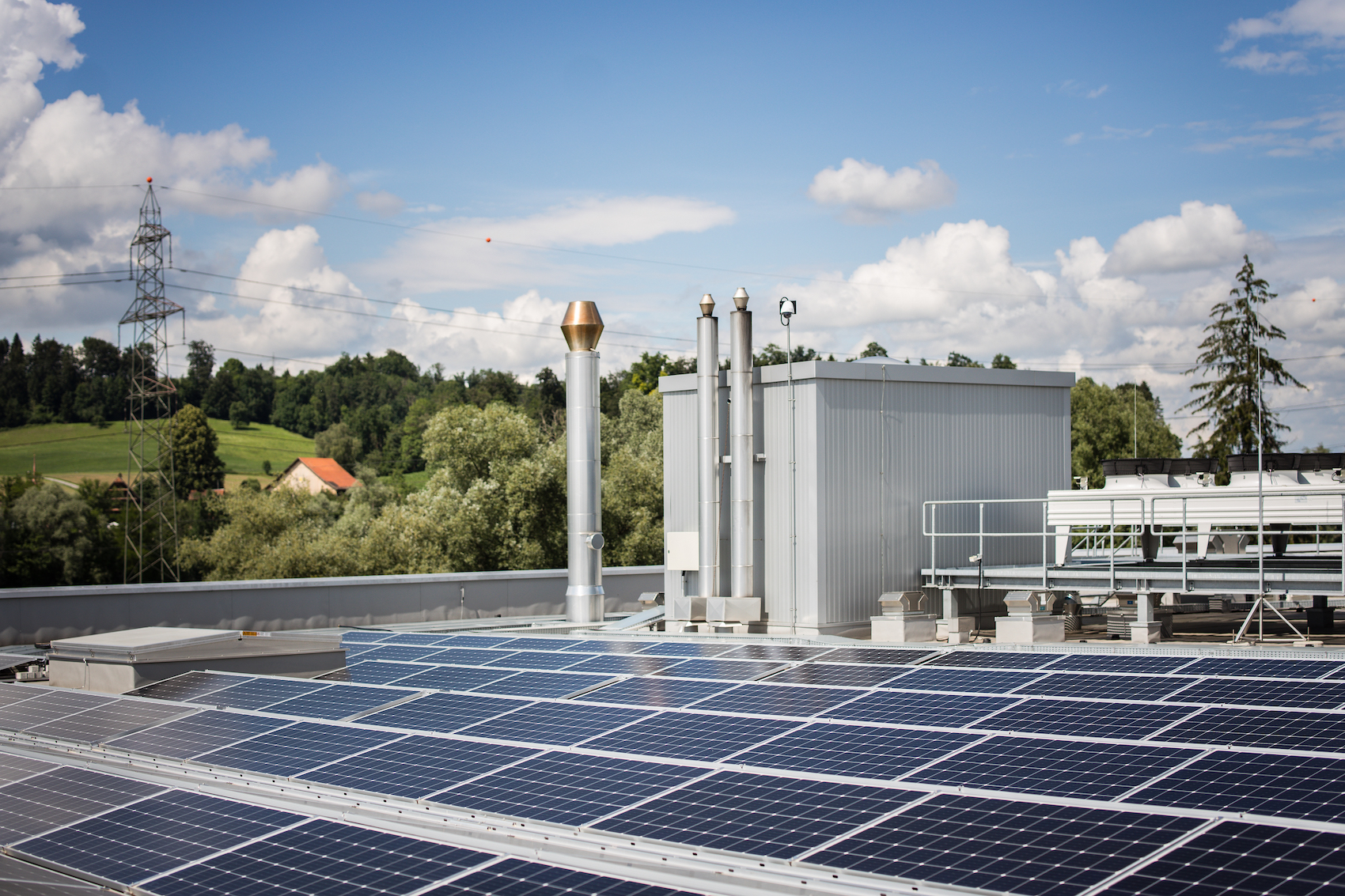 Am besten fahren auch Private, wenn der Strom vom Dach nicht zurück ins Netz gespiesen wird – sondern vor Ort verbraucht oder gespeichert.