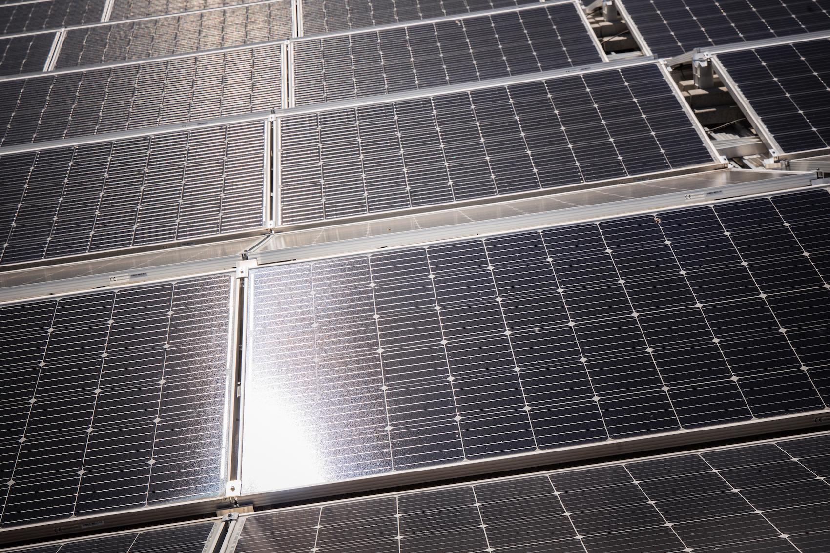 Il sole è il motore di tutto: anche i combustibili fossili come il carbone o la benzina sono, in fin dei conti, energia solare convertita.