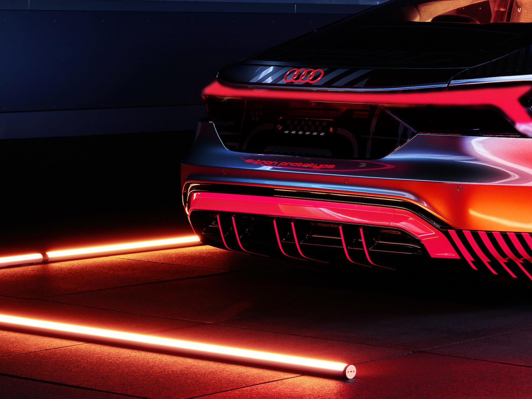 Ein Novum: Der Audi R8 mit V10-Verbrenner und der vollelektrische e-tron GT werden auf einer gemeinsamen Montagelinie gebaut. (Audi)