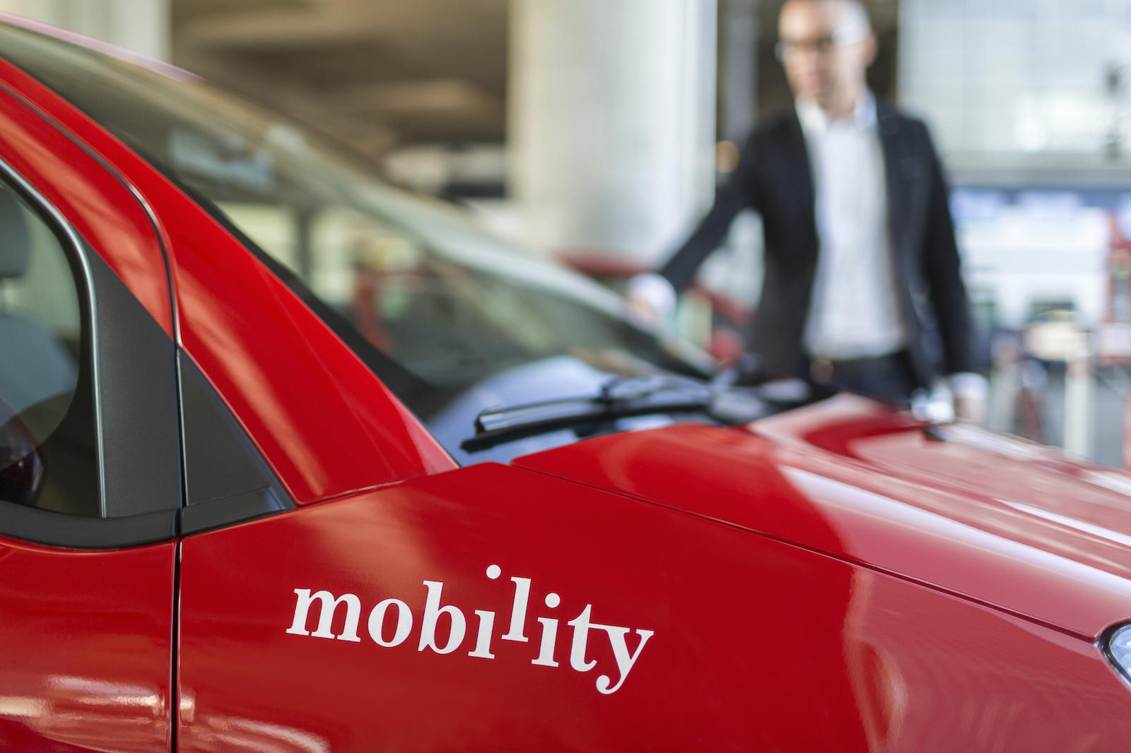Les voitures rouge vif de Mobility animent la circulation depuis de nombreuses années. Les véhicules d'autopartage de sharoo, quant à eux, ont disparu.